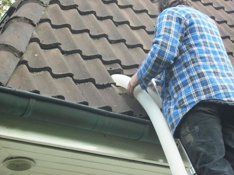 Dämmtechnik Neuhaus - Fachbetrieb - Drempeldämmung von außen durch Aufnahme einiger Dachpfannen