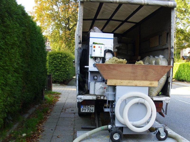 Dämmtechnik Neuhaus - Fachbetrieb - Einblasmaschine & Material auf dem LKW